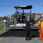 Обновяват пътя между селата Черноочене и Дядовско