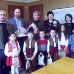 Община Черноочене с мартеници от децата