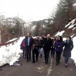 Министър Павлова огледа свлачището по пътя за Безводно