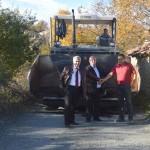 Ударно асфалтират най-големия квартал на Черноочене